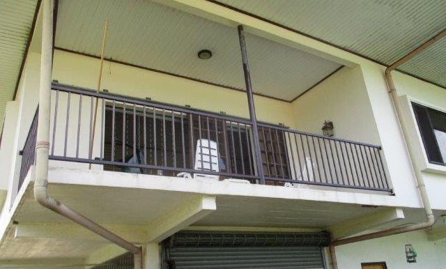 Vakantiewoning-Groningen-Misgunst-ruim-balkon-uitzicht-op-Saramaccarivier